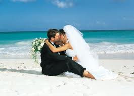 отметить свадьбу